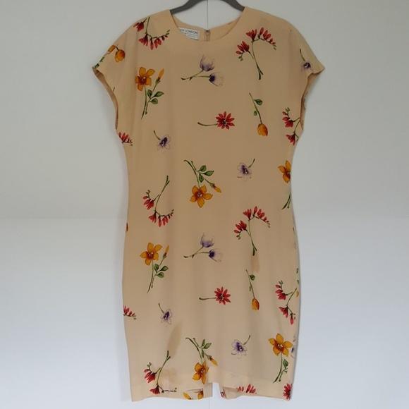 2f5aff1a94d Maggy London Dresses   Skirts - Maggy London silk floral print sheath dress